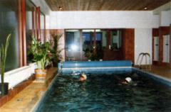 Der Camping-Ferienpark CAMARO Grömitz bietet ein Hallenschwimmbad mit Solarbänken und Whirlpool